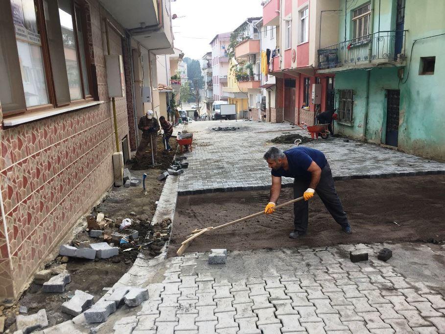 Yol yapımı devam ediyor