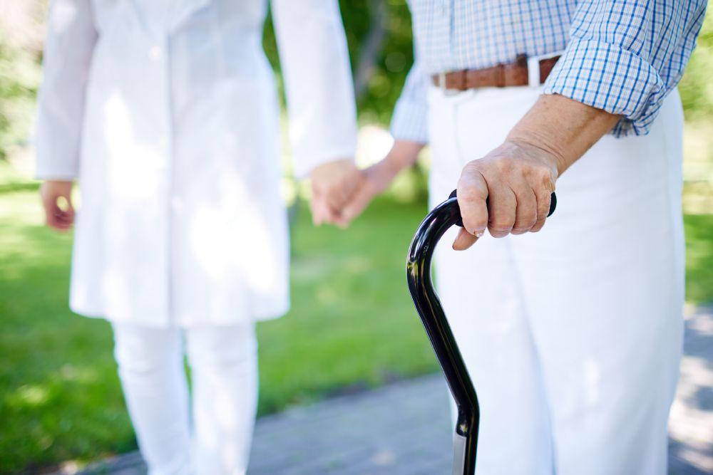 Alzheimerlıların evden çıkması gerekiyor